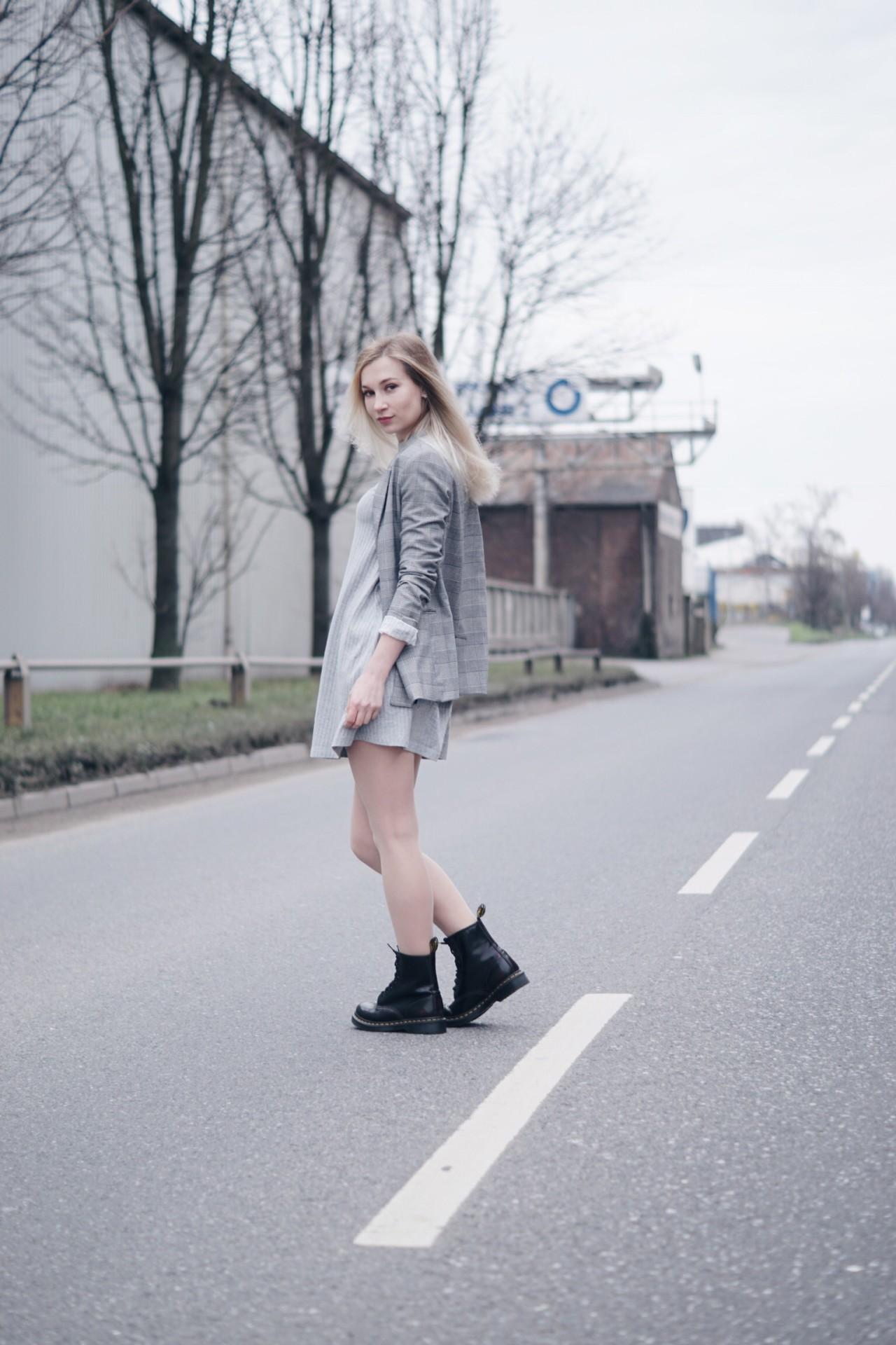 dbkstylez_karo_plaid_babydoll_dr_martens_spring18_fashion