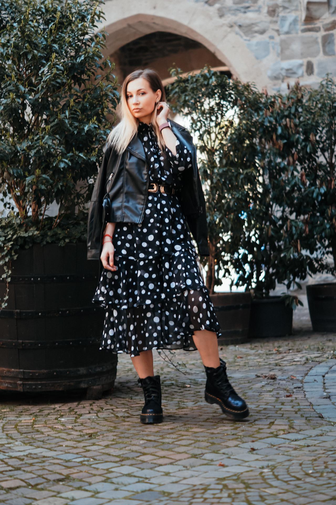 dbkstylez_leatherjacket_polka_dots_midikleid_streetstyle_mode_für_frauen